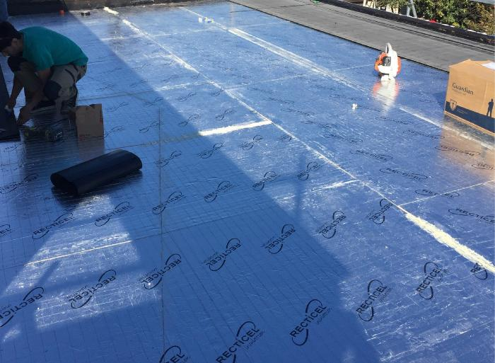 Warmroof insulation with EFVM® metal detection grid, before the installation of membrane