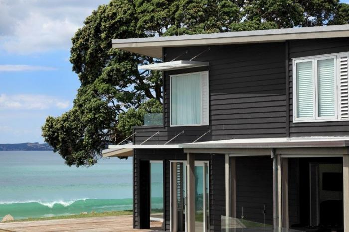 view more pictures: https://goo.gl/AhztP0  Thinking of dark weatherboards? IFnd our unique and durable solution here: https://goo.gl/Nfe1wQ